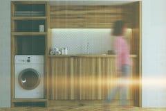 De witte en houten wasserijruimte, sluit omhoog onduidelijk beeld Stock Afbeelding