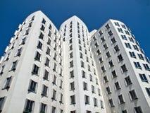 De witte Gehry-bouw in Duesseldorf in Duitsland royalty-vrije stock afbeeldingen