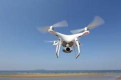 De witte helikopter van de hommelvierling Royalty-vrije Stock Afbeeldingen