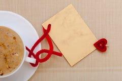 De witte hete kopkoffie drinkt exemplaar-ruimte van de de liefde de lege kaart van het hartsymbool Royalty-vrije Stock Afbeelding