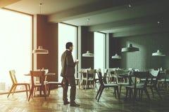 De witte hoek van de baksteen moderne koffie, zakenman Stock Foto
