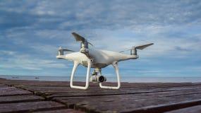 De witte Hommel treft te vliegen voorbereidingen Stock Foto