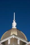 De witte houten mast van de dakgeveltop Stock Foto's
