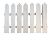 De witte houten ruwe geschilderde decoratieve omheining van de plattelandshuisjetuin Stock Fotografie