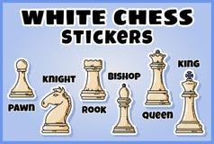 De witte inzameling van schaakstukkenstickers Reeks schaaketiketten stock illustratie