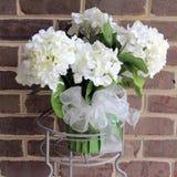 De witte Kunstmatige Installatie van Hydrangea hortensiabloemen Stock Afbeelding