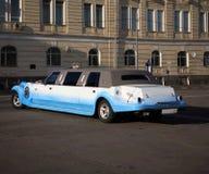 de witte limousine van het Huwelijk stock afbeeldingen