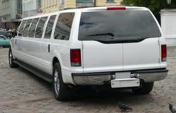 De witte limousine van het Huwelijk royalty-vrije stock foto's