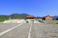 De witte marmeren brug van de drie gatensteen in de Oostelijke Koninklijke Graven stock foto's