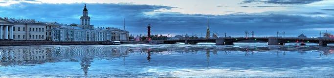 De witte nacht op Neva in St. Petersburg Royalty-vrije Stock Fotografie