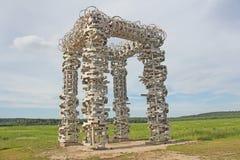 De Witte Poort is een kunstvoorwerp in het Nationale Park van Ugra, Nikol Royalty-vrije Stock Afbeeldingen