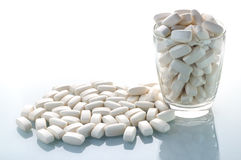 De witte proteïne van weitabletten op de lijst Stock Afbeeldingen