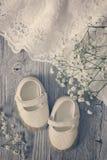 De witte schoenen van het babymeisje Royalty-vrije Stock Afbeelding