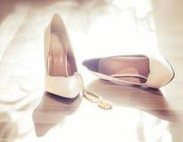 De witte schoenen van het huwelijk Royalty-vrije Stock Afbeelding