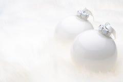 De witte Snuisterijen van Kerstmis Royalty-vrije Stock Afbeelding