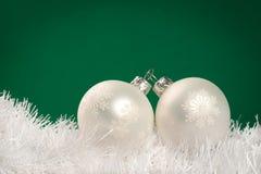 De witte snuisterijen van Kerstmis Stock Fotografie