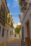Straten in een wit dorp van Andalucia, zuidelijk Spanje Royalty-vrije Stock Fotografie