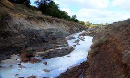 De witte sulphureous rivier in Pomezia, Rome Stock Fotografie