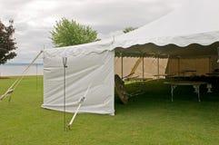 De witte tent van de huwelijkspartij Royalty-vrije Stock Foto's