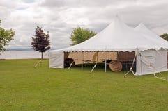 De witte tent van de huwelijkspartij Stock Foto's