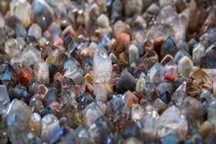 De witte textuur van het kwartsnatuursteen, van de halfedelsteenoppervlakte dichte omhooggaand als achtergrond stock foto