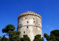 De witte toren bij Thessaloniki stad in Griekenland Stock Foto