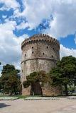 De Witte Toren van Thessaloniki is een monument en een museum op de waterkant van de stad van Thessaloniki, Griekenland stock afbeeldingen