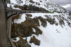 De witte trein van de Route van de Pas &Yukon op schraag Royalty-vrije Stock Foto's