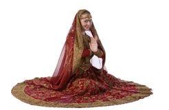 De witte vrouw van de schoonheid in traditioneel Indisch kostuum Stock Foto's