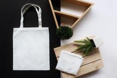 De witte zak van de stoffentotalisator stock foto's