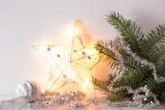 De witte zilveren decoratie van de Kerstmisgift Royalty-vrije Stock Fotografie