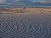 De witte Zonsondergang van het Zand Stock Afbeeldingen