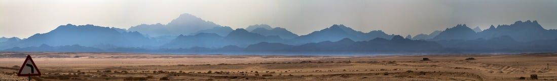 De woestijn en de bergen Royalty-vrije Stock Foto's