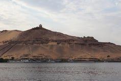 De woestijn in luxor, Egypte bij zonsondergang Stock Afbeeldingen
