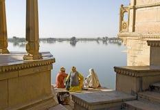 De woestijn van India, Rajasthan, Thar: Kleurrijke tulband Stock Foto's