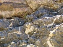 De woestijnrotsen van veelvoudige tonen en texturen vormen een natuurlijk abstract ontwerp Stock Afbeeldingen