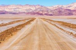 De Woestijnweg van de doodsvallei Stock Afbeeldingen