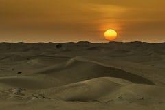 De woestijnzonsondergang van Doubai stock foto's