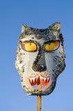 De wolfsmasker van Gras van Mardi op hemelachtergrond Stock Fotografie