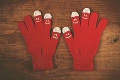 De wolhandschoenen van de Kerstmiswinter met smiley emoticons Royalty-vrije Stock Afbeeldingen