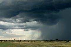 De wolk van de regen over het landschap van Afrika Stock Afbeeldingen