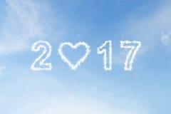 de wolk van 2017 met hartvorm op blauwe hemel Stock Foto