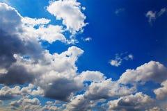 De wolken in de hemel Stock Afbeeldingen
