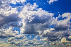 De wolken in de hemel royalty-vrije stock foto's