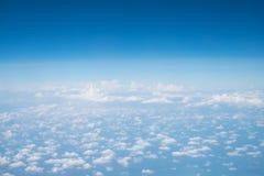 De wolken en de hemel zijn enorm royalty-vrije stock foto