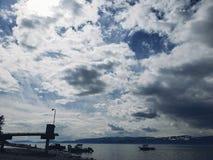 De wolken gaan voorbij royalty-vrije stock fotografie