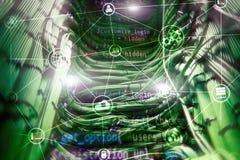 De wolken gegevensverwerking en mededeling van de technologieinfrastructuur Het concept van Internet stock afbeeldingen