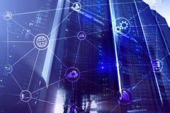 De wolken gegevensverwerking en mededeling van de technologieinfrastructuur Het concept van Internet stock foto