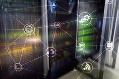 De wolken gegevensverwerking en mededeling van de technologieinfrastructuur Het concept van Internet stock illustratie