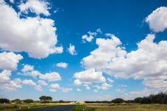 De wolken over de vlakke vlakte Stock Afbeelding